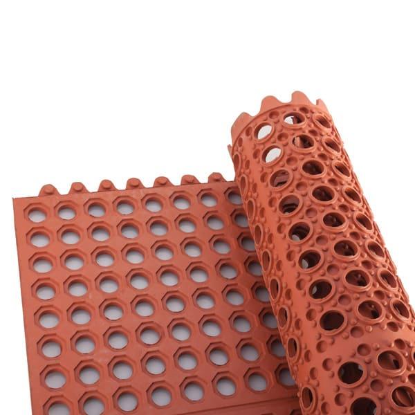 "Winco RBMI-33R Rubber Floor Mat, Anti-Fatigue, Interlocking, 3 x 3-ft x .5"", Red"