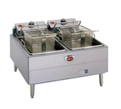 Wells F-67 Countertop Electric Fryer - (2) 15-lb Vat, 208v/3ph